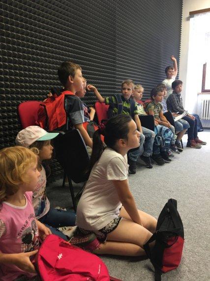 Děti v nahrávacím studiu